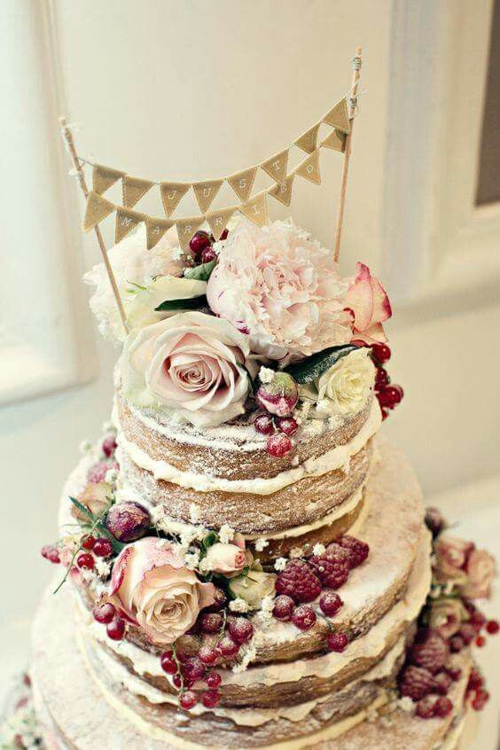 berry and rose decoration wedding cake