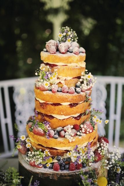 naked cake with berries photo by Helen Russell photography
