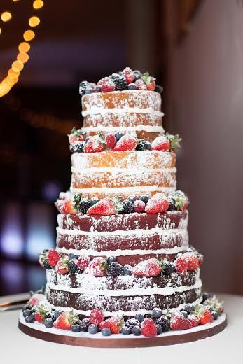 wedding cake with fresh berries! What a perfect idea for a rustic wedding! Photography by Lumaluna
