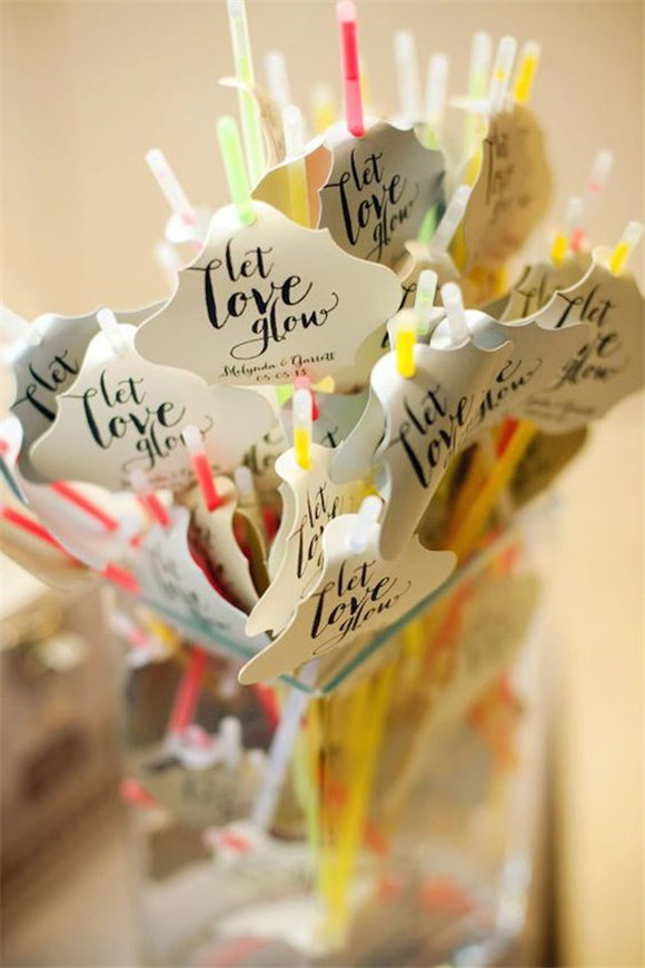 Wedding favor ideas that all cost less than a dollar