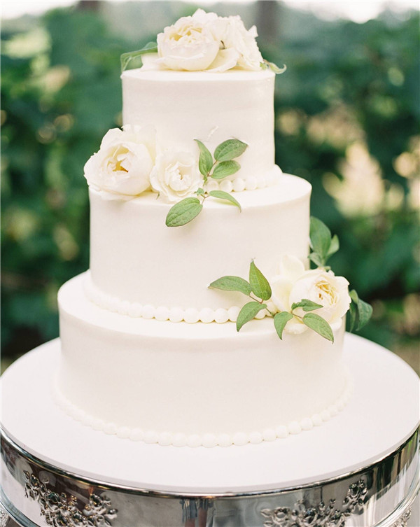 9 Chic and Elegant Wedding Cake Ideas We are Obsessed with - Mrs
