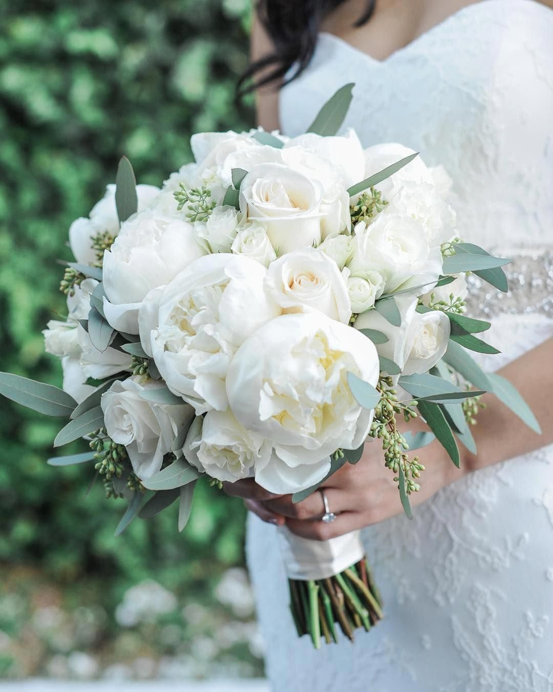 Elegant White Wedding Bouquets You Will Love